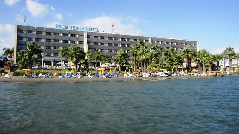 A 4*-os Palm Beach Hotel Larnaca üdülőközpontjában homokos tengerparton fekszik. Kertre vagy tengerre néző szobái bámulatos panorámát nyújtanak. A szálloda számos animációs gyermek és felnőtt programmal várja vendégeit.