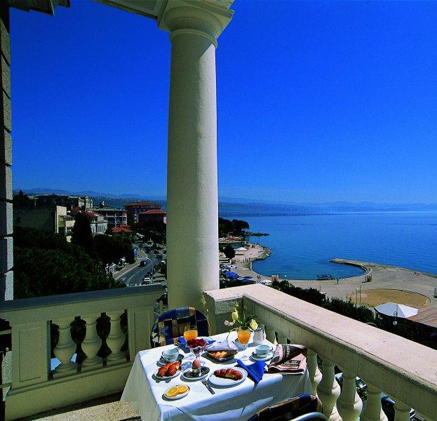 http://utazom.com/sites/default/files/hotel-szallas/3151/hotel-palace-bellevue_4.jpg