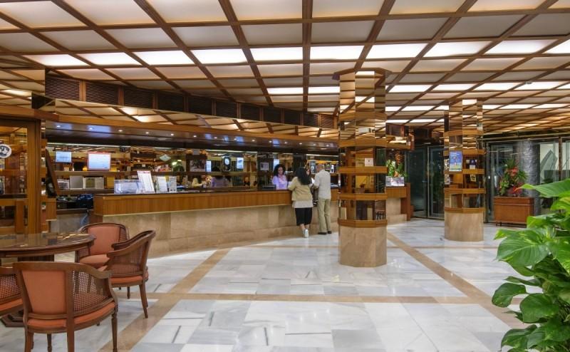 A megbízható, professzionális szolgáltatásokkal rendelkező középkategóriás szálloda Santa Susanna hosszan húzódó homokos tengerpartjától kb. 100 méterre található. Barcelona kb. 60 km távolságra fekszik, autóval, vonattal könnyedén elérhető. (vasútállomás, buszmegálló 100 méteren belül)A szálloda 25 év tapasztalattal a háta mögött évről évre azon dolgozik, hogy szolgáltatásait mind magasabb szintre emelje vendégei elégedettsége érdekében. Nyaraljon ebben a remek szállodában, a családias hangulat és a szórakozási lehetőségek széles tárháza egy felejthetetlen spanyolországi vakációt garantál!