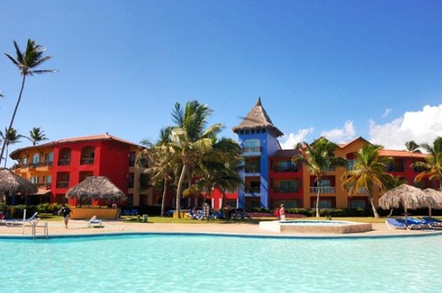 A kellemes, karibi hangulatú hotel a gyönyörű Playa Bavaro tengarparton található. A Princess szállodakomplexum részeként számtalan kikapcsolódási, étkezési, szórakozási lehetőséget kínál vendégeinek. Vásárlási lehetőség a közelben, a Plaza Bavaro kb. 20 percnyi sétatávolságban van, ahol üzleteken kívül helyi éttermek is várják a vendégeket. Punta Cana repülőtere kb. 20 km.
