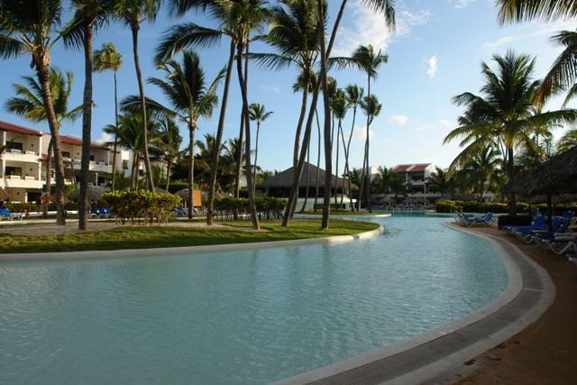 A csodálatos, kristálytiszta vizű Playa Arena Gorda parton találgató négycsillagos szálloda kiváló választás családi és romantikus nyaralásokhoz egyaránt. Az elegáns, és korszerű szálloda 798 igényesen berendezett szobával és lakosztállyal várja a Dominikára érkező vendégeket. A szálloda nemcsak magas színvonalú relaxáló és szórakozató szolgáltatásokkal, hanem kimagasló kulináris élményekkel gazdagítja az itt töltött pihenést.
