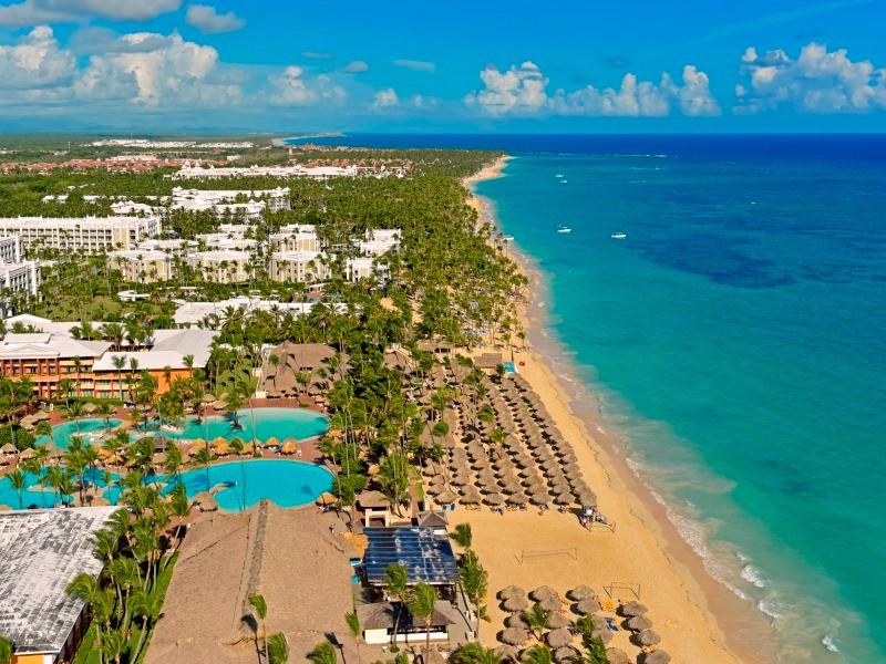 A frissen felújított 5*-os szálloda közvetlenül Bavaro fehérhomokos tengerpartján fekszik. A türkizkék tenger partján pálmalevelekből készült napernyők árnyékában hűsölhetnek a napágyon vahy a hatalmas medence partján. A szálloda széleskörű All Inclusive szolgáltatásai miatt ideális nászutas párok és családok számára.