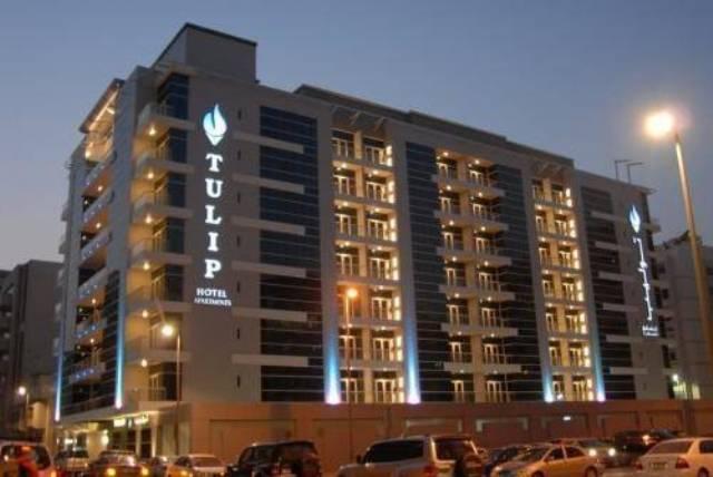 Az aparthotel a Deira negyed szívében helyezkedik el, nem messze a híres Dubai Creektől és a City Center bevásárlóközponttól. A legközelebbi metró megálló kb. 10 percnyi sétatávolságra található. Dubai nemzetközi reptere kb. 7 km-re. Az aparthotel stúdiói és apartmanjai teljesen felszerelt konyha résszel rendelkeznek, melynek köszönhetően teljes lesz a kényelem családok számára is.