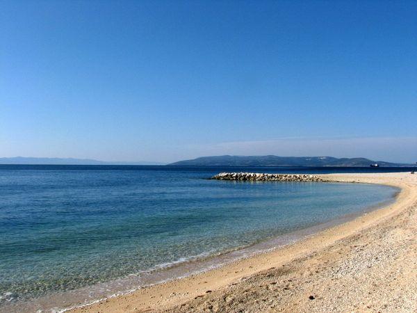Makarska gyönyörű tengerpartján kitűnő választás a 3 csillagos Zeljko Apartman. A gömbölyű fehér kavicsokkal behintett mesés strand, a nyugodt tenger már első pillantásra el fogja bűvölni és nagyban hozzájárul majd egy felejthetetlen nyaralás élményéhez.
