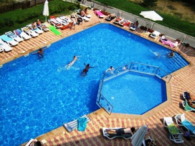 Nyaralás Bulgária egyik közkedvelt területén. A Naposparton található jó minőségű 3 csillagos szállodát központi fekvése, a tengerpart közelsége, valamint all inclusive ellátása teszik vonzóvá.