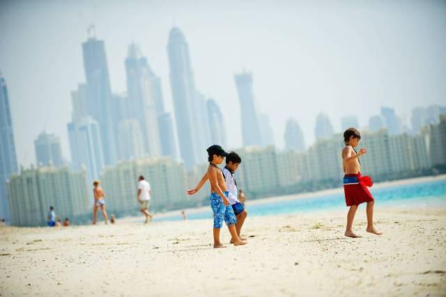 Az 5 csillagos Rixos The Palm Jumeirah Hotel minden képzeletet felülmúlva várja vendégeit Dubai legszebb tengerparti szakaszán, Jumeirah Beach-en. A szálloda számos szolgáltatással és szinte felfoghatatlan luxussal és eleganciával teszi felejthetetlenné egzotikus nyaralásunkat.