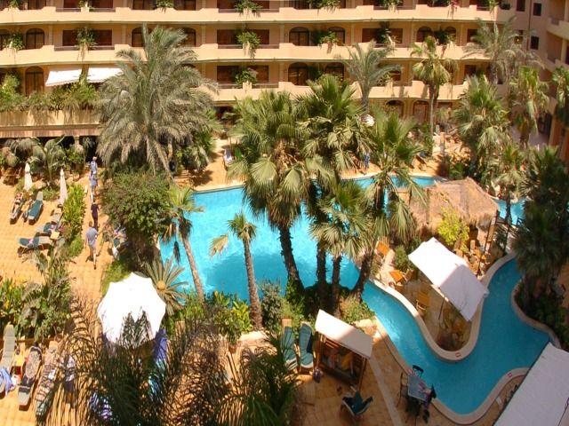 A Sliema tengerpartján, a város csendes részében fekvő Hotel Fortina Resort & Spa a különféle étkezési lehetőségek és wellness-szolgáltatások széles tárházát kínálja az ide látogató, pihenni vágyóknak.