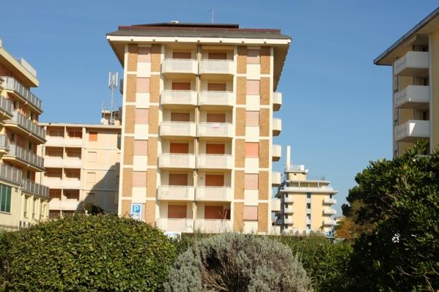 Tengerparti fekvésű modern apartmanok (Zenith, Corso, Girasole,Franco)  lifttel, berendezett terasszal, foglalt parkolóhellyel (apartmanonként max 1 db)