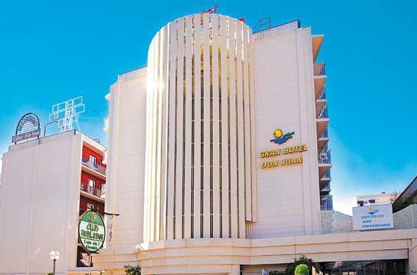 A fiatalos, három csillagos Gran Hotel Don Juan szálloda Lloret de Mar központjától pár percre (kb. 100 méter), a tengerparttól pedig mindössze kb. 250 méterre található. Pároknak, baráti társaságoknak vagy nagyobb gyermekes családoknak ajánljuk főként a szállodát, ahol a vidám hangulat garantált!