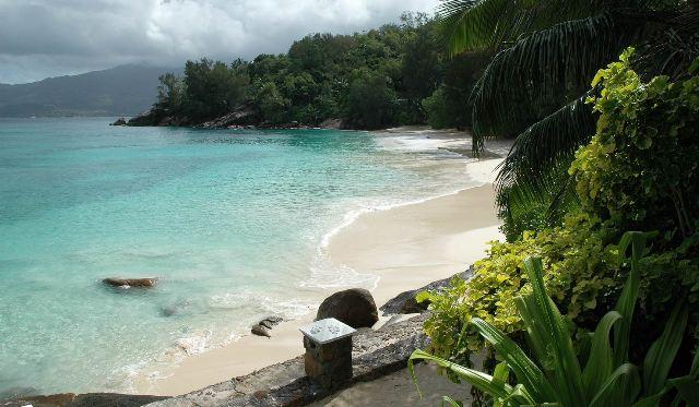 Felejthetetlen kikapcsolódásra vágyik? Akkor utazzon velünk a Seychelle-szigetekre, ahol páratlan élményt nyújt Önnek és családjának a festői szépségű szigetvilág.