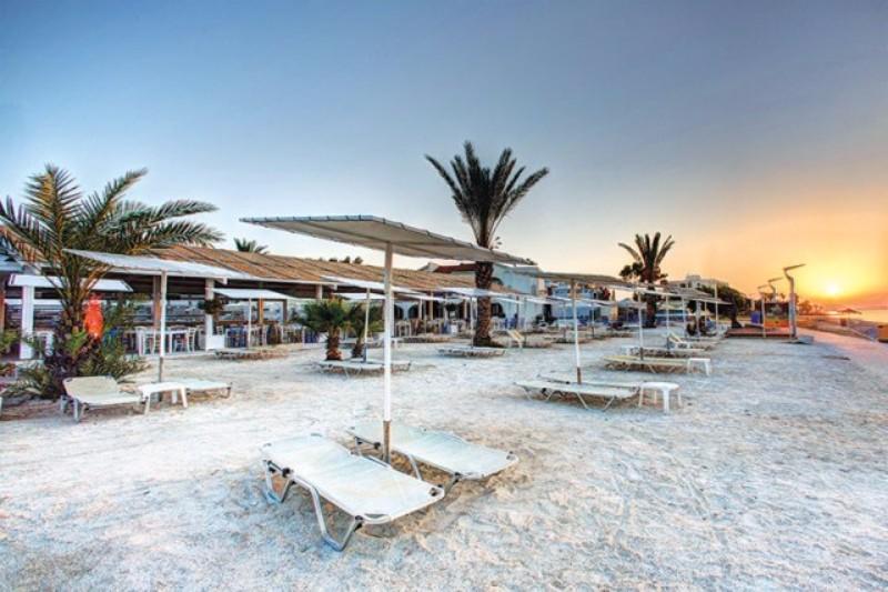 Kategóriájának megfelelő, közvetlen tengerparti fekvésű, 4 csillagos családbarát szálloda. A szálloda Larnaca tengerpartján található, pár kilóméterre a város központjától.