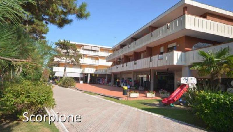 Appartamenti Mediterranea, Parco dei Pini, Scorpione, Duna Verde, Stab, Lido dei Pini apartmanokból 2-3 szintes épületeiből álló együttes Bibione Lido dei Pini részén zöld és csendesebb környéken kb. 200 méterre a tengertől foglalt parkolóhellyel (apartmanonként 1 db)