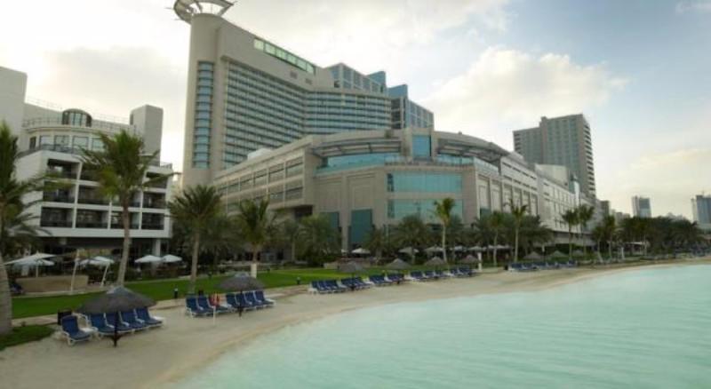 Az 5*-os luxus szálloda Dubai városától kb 2 órányi autóútra, Abu Dhabi központi részén, az Abu Dhabi Mall bevásárlóközponttól sétatávolságra található. A hotel stílusában az arab hagyományok és a modern luxus találkozik. Saját tengerpartjával, számtalan szolgáltatásával teljes kikapcsolódást biztosít.