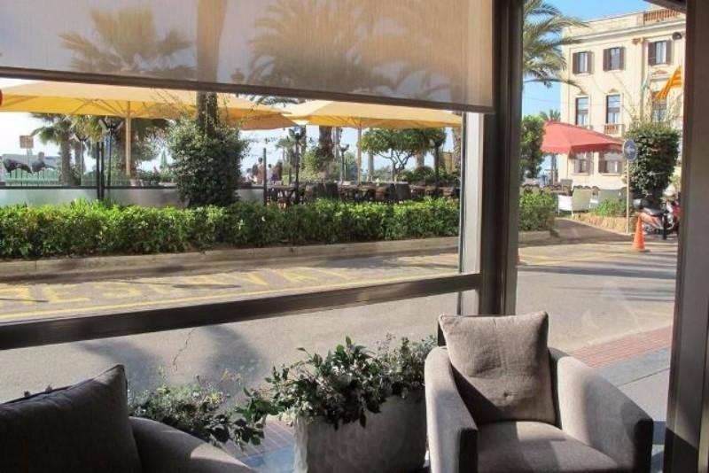 Lloret de Mar nyugodtabb részén, a központhoz és szórakozási lehetőségekhez közel épült a Miramar Hotel, melyet a strandtól csak 50 méter választ el. Szobái minden kényelmet és nyugalmat biztosítanak, amelyre a nyaralás ideje alatt csak szüksége lehet.