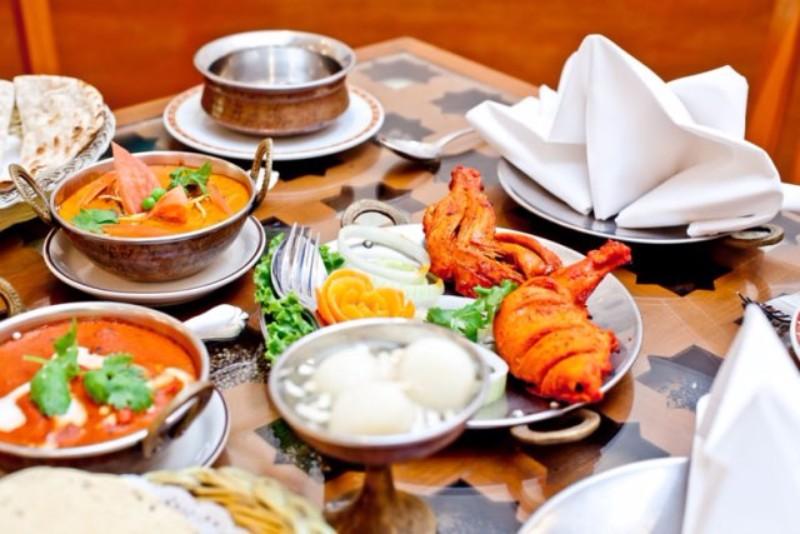 Lenyűgöző természeti környezetben, közel 16 000 nm-en elterülő, két szárnyból (Horizon és Club) álló, ázsiai stílusban épület elegáns és rendkívül népszerű szálloda. A hoteltől néhány perces sétával elérhető Karon finomhomokos strandja. Közelben éttermek és üzletek is találhatóak, míg  Patong nyüzsgő központja buszjárattal is megközelíthető.