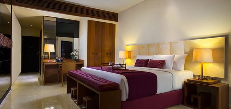 A Sandra Boutige Beach Resort 80 ízlésesen berendezett szobájával közvetlenül Tanjung Benoa fehérhomokos tengerpartján épült. Berendezésekor minden részletnél ügyeltek arra, hogy megőrizzék Bali hagyományait, városi stílusát. Elegáns medence, tengerparti étterem, pezsgő élet a beach klubban.