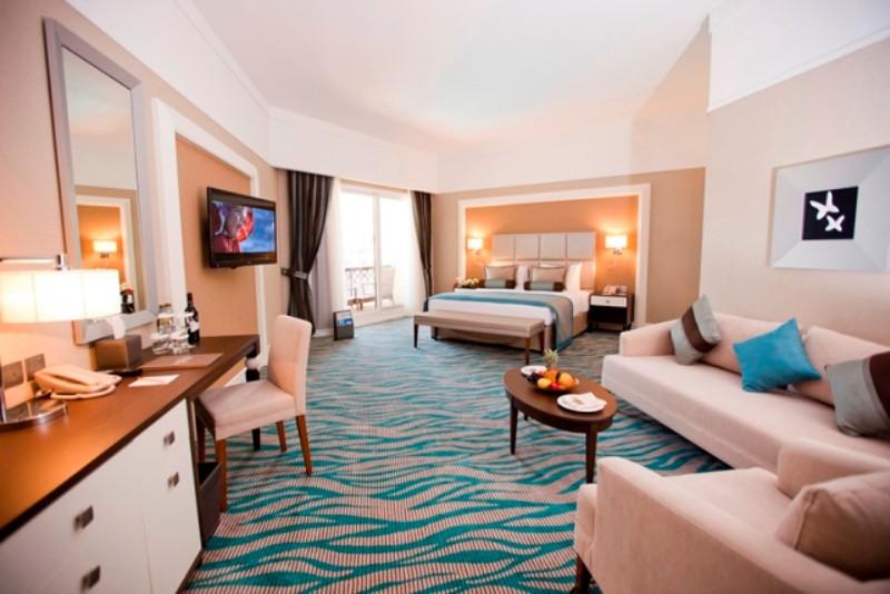 Dubai városától mindössze másfél órányi távolságra, Rash Al Khaimah fehér homokos, azúrkék tengerpartján terül el a minden igényt kielégítő, piramisra emlékeztető, 5*-os luxus szálloda. Elegáns szobái, igényes étterme, lenyűgöző panorámája teszi az Emírség egyik gyöngyszemévé. Kiemelkedő minőségű all inclusive szolgáltatása egyedülálló. Esti szórakoztató programok, gyermek klub, gyógy-, sport- és szabadidős tevékenységek egész sora teszi feledhetetlenné a nyaralást.