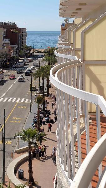 A Lloret de Mar szívében elhelyezkedő hotel, melyet csupán egy tengerparti sétány választ el a strandtól tökéletes ár-érték arányú választás. A hotel mind a 228 kényelmes és funkcionális szobája rendelkezik terasszal.