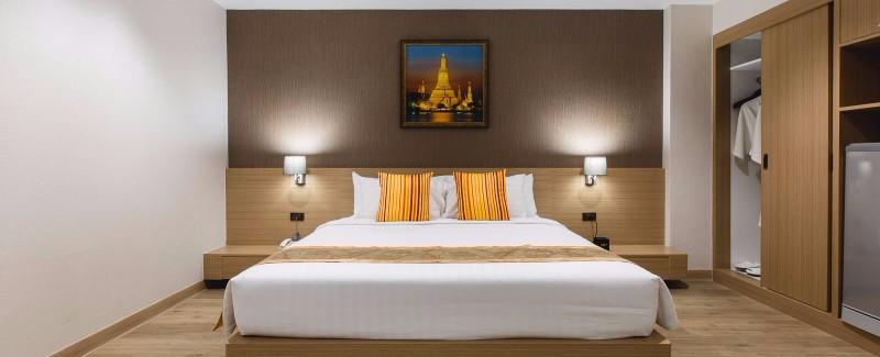 Kombinált nyaralás Thaiföldön (2/3 éj Hotel **** Bangkok és 7/9 éj Adelphi Pattaya **** Pattaya):Az Adelphi Pattaya**** butikhotel ideális helyen, kb. 15 perc sétatávolságra található a város híres strandjaitól, éttermeitől és éjszakai életétől. Bár az egyik legkiemelkedőbb 4 csillagos szálloda Pattaya központjában, mégis kellően félreeső a nyüzsgő város zajától, így az utazók számára egy oázis nyugalmát biztosítja.