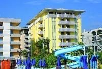 Hét szintes tengerparti apartmanház néhány lépésre a Termál központtól,2 lifttel, parkolóval (apartmanonként 1 db parkolóhellyel)
