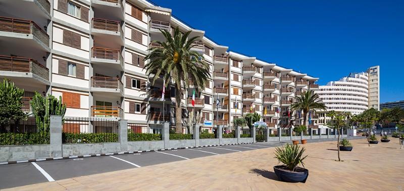 A Las Gondolas Apartman igazán központi helyen fekszik. Itt mindenki megtalálhatja a számára megfelelő kikapcsolódási formát, a környéken bevásárlóközpont, nem messze tengerpart és számos más lehetőség is várja az itt megszálló vendégeket.