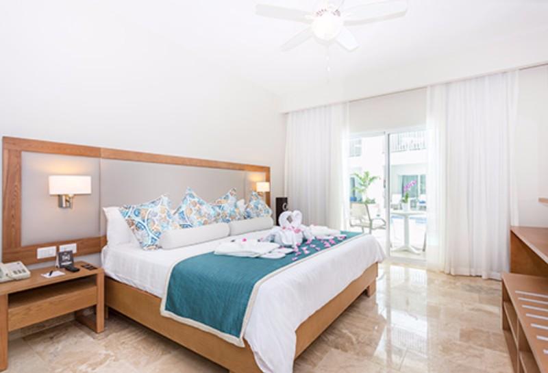 Legyen szó romantikus utazásról, családi üdülésrő, vagy akár nyaralásról a barátokkal, az all inclusive Hotel Be Live Collection Punta Cana ideális választás. Hagyja maga mögött a stresszes hétköznapokat, és hagyja, hogy a szálloda barátságos, segítőkész személyzete minden kívánságát teljesítse! Az első osztályú, számos kényeztető, pihentető szolgáltatás közül az egyik legkiemelkedőbb a helyi és nemzetközi konyhák ínyenc fogásait felvonultató all inclusive ellátás. Egy biztos a Hotel Be Live Collection Punta Cana-ban feledhetetlen élményekben lesz része.