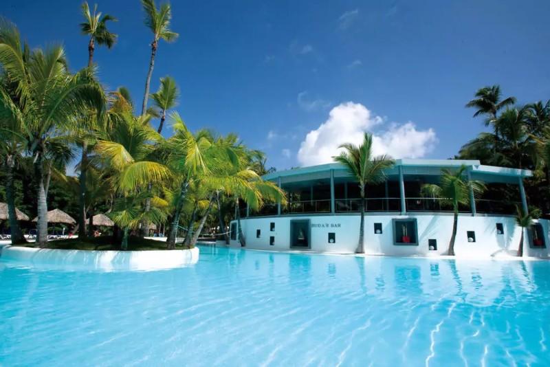 A Hotel Riu Naiboa Punta Cana gyönyörű homokos tengerpartján helyezkedik el. A hotel zöld kerttel körülvett területen helyezkedik el, a türkizkék tengerparton.