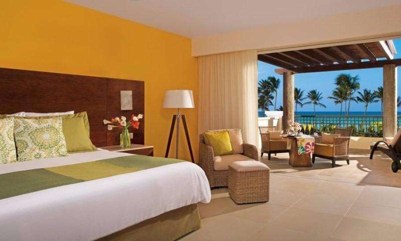 A 4*-os luxusszálloda közvetlenül a fehérhomokos tengerparton fekszik, ahol a tenger és az ég kékje egybeolvad. A hatalmas trópusi kertben pálmafák százai nyújtanak kellemes árnyékot a vendégeknek.  A szálloda széles körű All Inclusive szolgáltatásai miatt ideális nászutas párok és családok számára.