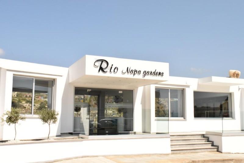 A 2015-ben teljesen felújított szálloda Ayia Napa központjában a kiépített kristálytiszta homokos tengerparttól mindössze 8-10 perc sétatávolságra található. Éttermek, bárok és a szórakozóhelyek sokasága érhető el a közelben.