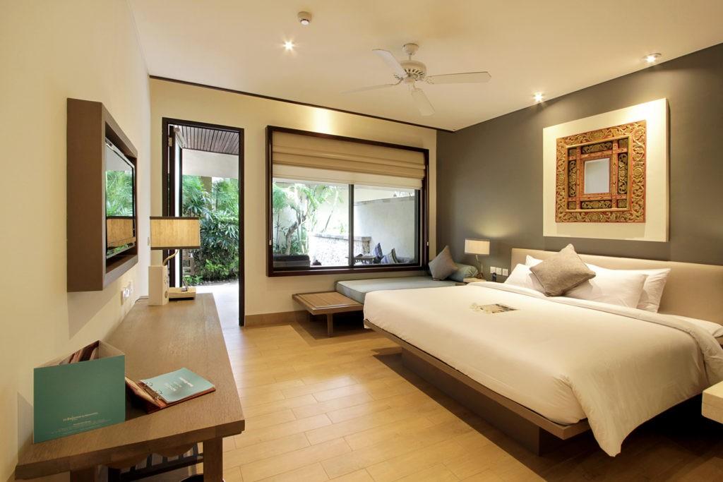 A Nusa Dua tengerparti részén található 5 csillagos szálloda 187 szobával, cabanával és villával várja vendégeit. Az üdülőhely tradicionális balinéz stílusban épült, gyönyörű trópusi kertek és tavacskák között.