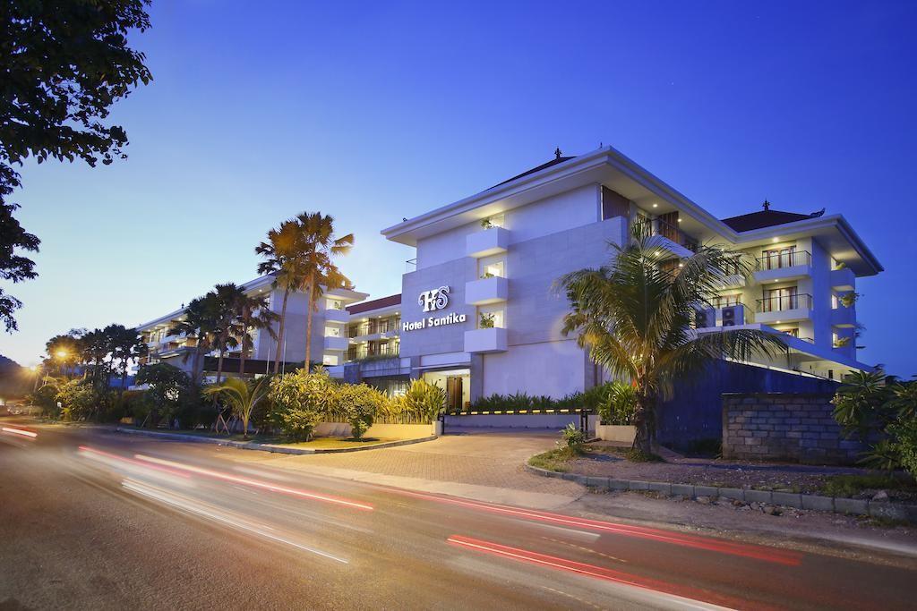 """A Santika Siligita Nusa Dua szálloda Nusa Dua szívében helyezkedik el. A szálloda jó választás azok számára akik szeretnének megismerkedni az """"Istenek szigetének"""" gyönyörű strandjaival, toronymagas vulkánjaival és egyedülálló kultúrájával."""