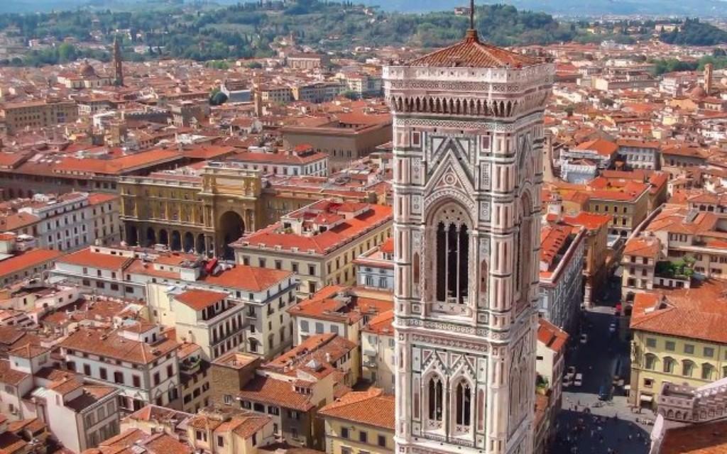 4 napos városlátogatás Firenze 3*: Európa egyik legérdekesebb és legszebb városában bármennyi időt is töltünk, a műalkotások, történelmi emlékek csak egy töredékét láthatjuk. Firenze neve összefonódott a művészettel: az egész város egy hatalmas, élő műalkotás. Kis utcácskáiban hódolhatunk a kulináris élvezeteknek.
