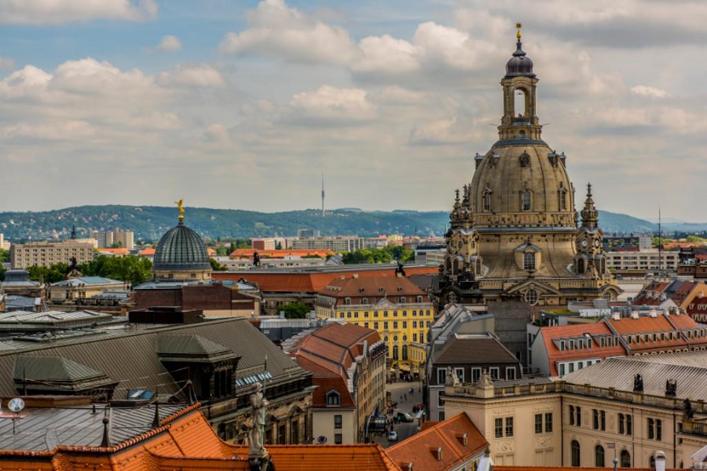 Biciklitúra  Szászország fővárosából a cseh fővárosig. Bájos kisvárosok, virágos rétek, ódon várkastélyok és ízletes cseh sörök kísérik utunk. A kultúra és a természet megnyugtató harmóniája.