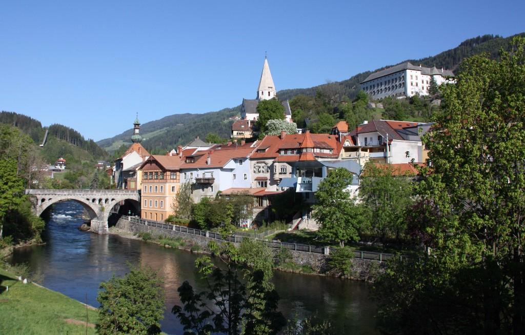 Bringatúrára indulunk közép Ausztriában a Mura-folyó mellett kígyózó kerékpárúton. A közel 250 kilométeren, csodaszép alpesi táj, vadvirágos rétek, és hangulatos kisvárosok kísérik utunk.