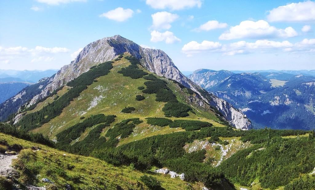 Alpesi csúcsok túrasorozatunk idei célja a Rax és a Schneealpe után következő Niederalp legmagasabb csúcsa. Túránk csodálatos alpesi környezetben, gyönyörű panorámával övezve csalogatja a kalandvágyókat, igazi túraélménnyel jutalmazva az idelátogatókat