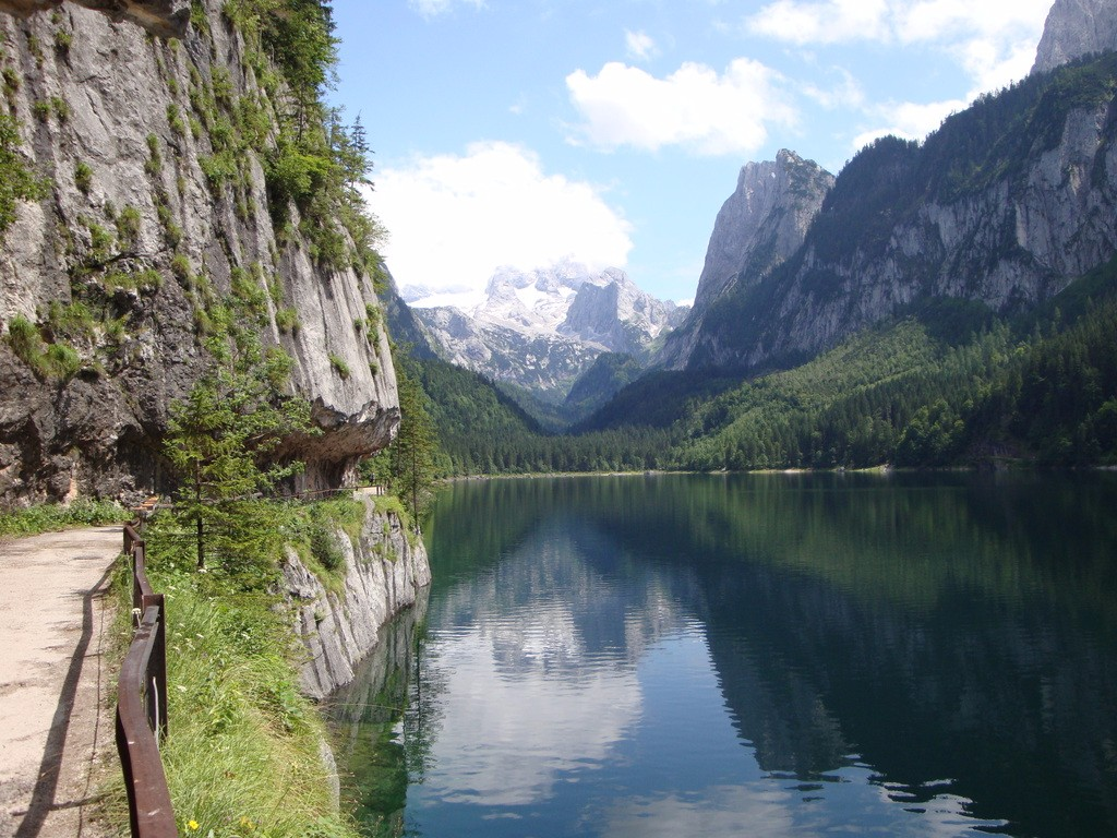 A Schladming-Dachstein régió nem csak a síelők előtt ismert, Ausztria egyik legszebb, legváltozatosabb túraterepe. Tengerszemek, hegyi tavak, hósapkás csúcsok, alpesi rétek teszik változatossá a térséget. A könnyű, látványos túrák bárki számára teljesíthetők, felejthetetlen élményt biztosítva!