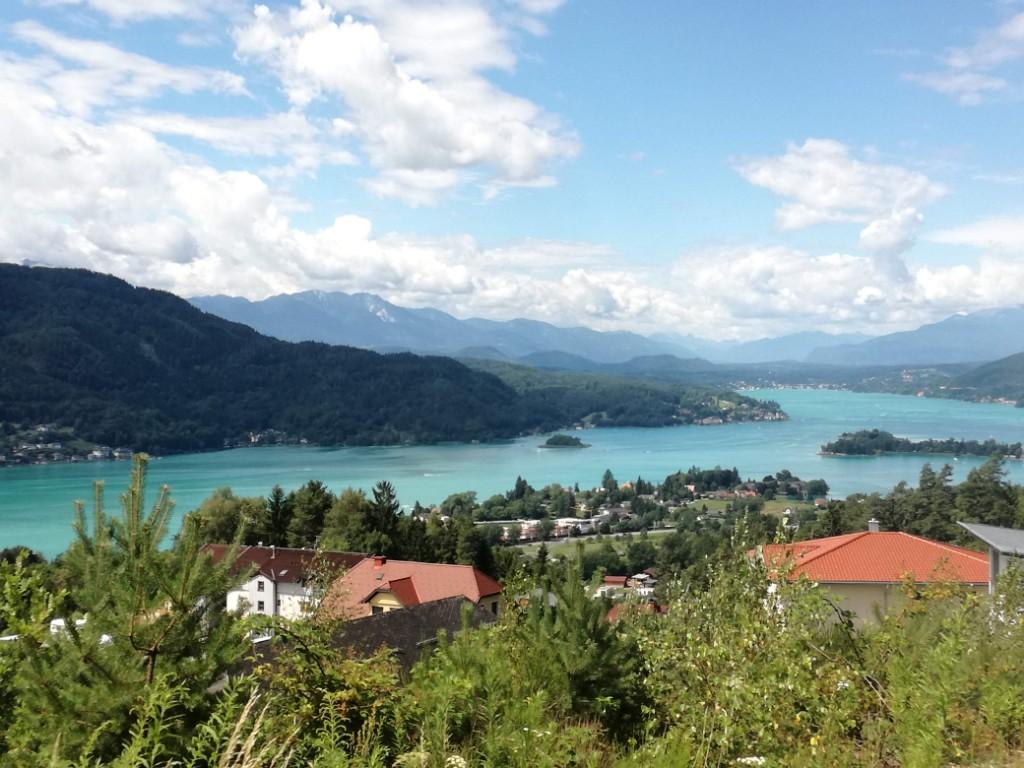 Karintiai túránkat a változatosság jellemzi. Hegyek, tavak, vízesések, várak és egyéb kulturális látnivalók színesítik négy napos programunkat, könnyű és nehéz, kerékpáros és gyalogtúrákkal fűszerezve. A Wörthi-tó nyáron nemcsak Karintia, de egész Ausztria egyik legnépszerűbb desztinációja, ami kiegészítve Klagenfurt városával és a gyönyörű Karavankák hegyláncai között tett túrákkal a természet és a kultúra kedvelőinek is pompás lehetőséget adnak e csodás régió megismerésére.