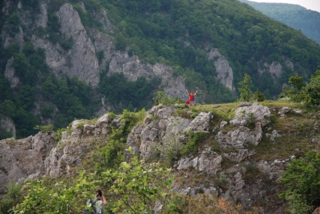 Szlovákia vadregényes vidéke a Szádelői-völgy. Hangulatos völgye és gyönyörű fennsíkja  ideális kirándulóhely minden évszakban. Egy hatalmas barlangrendszer beomlásával alakult ki, így hozva létre a 2200 méter hosszú, 300 méter mély és a legkeskenyebb részén 10 méter széles völgyet.