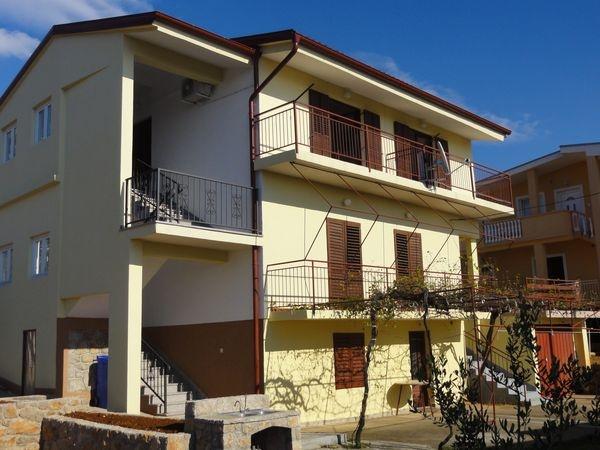 Jure Apartman ** Starigrad