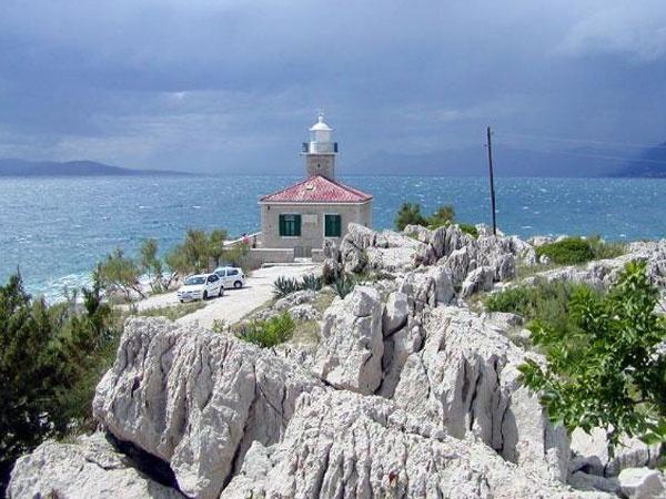 Sv. Petar Világítótorony ** Makarska