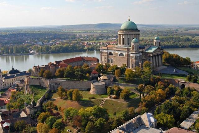 Lovasszínház Komáromban - Tartalmas kirándulással a Duna mentén