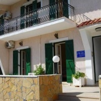 Mihalis Apartmanház - Skala