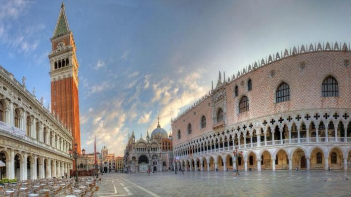 Velence a XIII-XV. század között élte fénykorát (hatalma csúcsán 3300 hajón  36 ezer tengerésszel uralta a Mediterráneumot) – amikorra a Bizánci  Birodalom ... 8f9a92e0d8