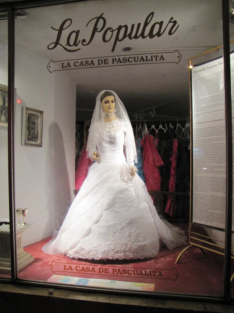 Hátborzongató  ezrek akarják látni a halott menyasszonyt - Messzi ... ce9da391f7