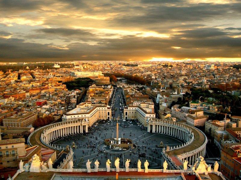Róma városlátogatás program ajánlatunk  egy felejthetetlen egyéni utazás a világ egyik legkedveltebb városába. Az európai kultúra bölcsőjének is nevezett város megszámlálhatatlan látnivalóval és műemlékkel várja a turistákat, akik az egész napos sétát egy hangulatos trattoriában egy pizza vagy tészta és egy finom olasz kávé mellett pihenhetik ki. A városlátogatás program tetszőleges indulási nappal és időtartamra foglalható!  Utazás, körutazás, városlátogatás, hétvége: Róma az egyik legjobb úticél!